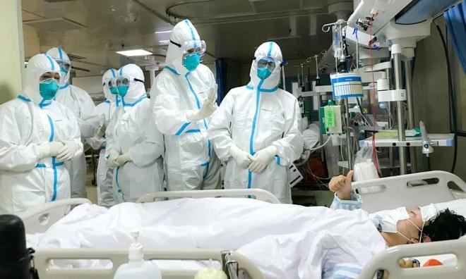 Giữa dịch virus corona, các y tá tiết lộ việc làm đầu tiên của họ khi ...